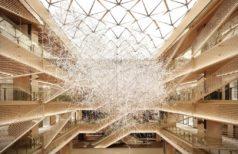 吉岡徳仁による光の彫刻「Prismatic Cloud」がGINZA SIXに登場