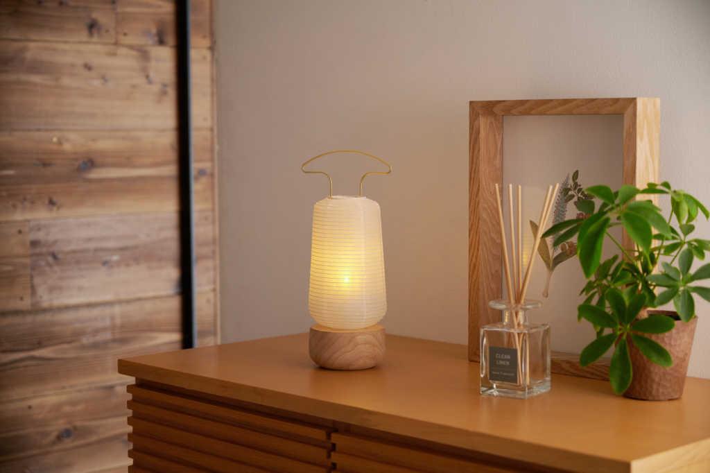 現代の住空間に溶け込む盆提灯「AKASHI」