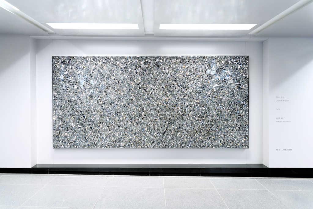 吉岡徳仁の作品「光の結晶」が銀座駅に登場